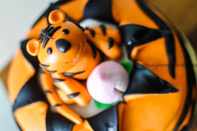 Tiger fondant cake